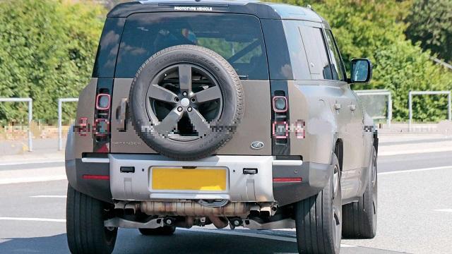 2021 Land Rover Defender V8 Spotted Testing Outside ...